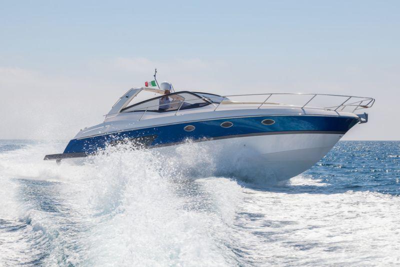 Schöne Yacht